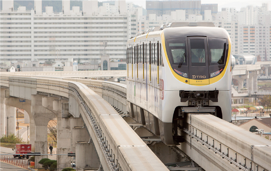 Environmentally friendly monorail system used by 70,000 riders/day